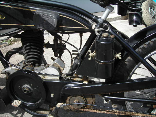 velocette engine and gas cylinder