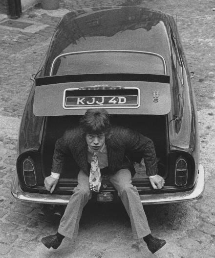 Mick Jagger & his snazzy Aston DB6 (1966)2