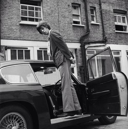 Mick Jagger & his snazzy Aston DB6 (1966)3